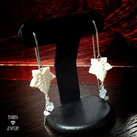 ひいらぎの葉のピアス - snow white silver -