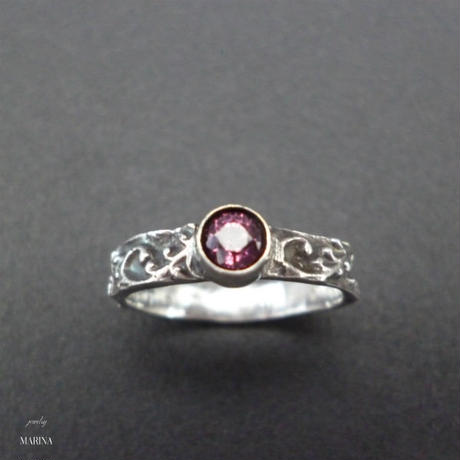 Marie ring - red spinel