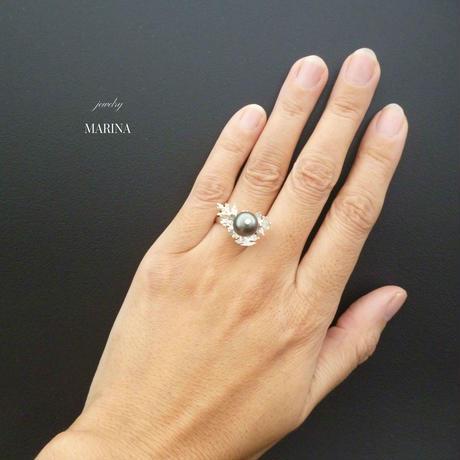 ひいらぎの葉と黒真珠のリング