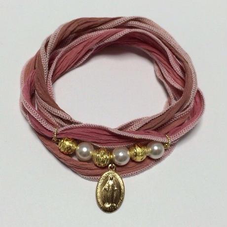 フランス製メダイとシルクリボンのブレス -Pink-