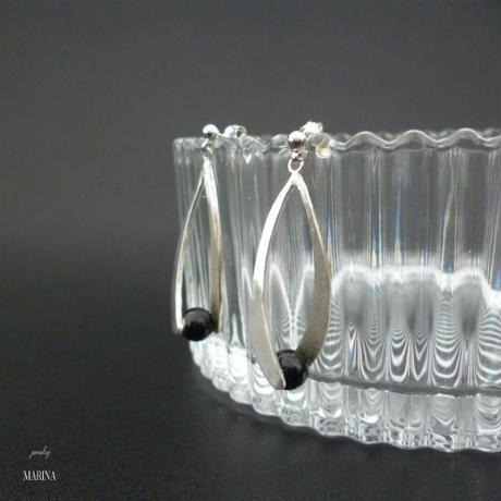 しずくのピアス - black silver