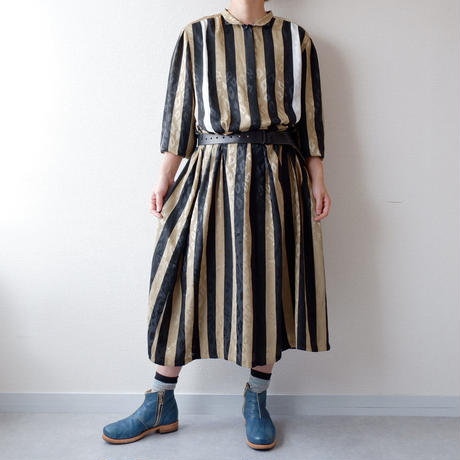 old French long-sleeve one-piece/vintage/black×gold×柄