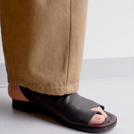 SLOW HANDS(スローハンズ)/back satin poofy tuck pants/カーキ