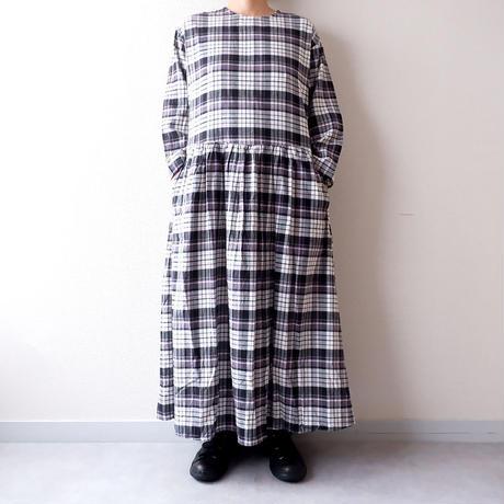 UNIVERSAL TISSU (ユニバーサルティシュ)/ロングスリーブギャザーチェックドレス/black check
