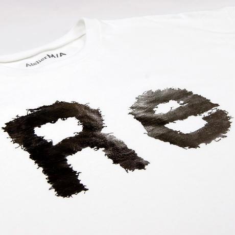 "Print T-Shirt ""Re""/ プリントTシャツ""Re"""