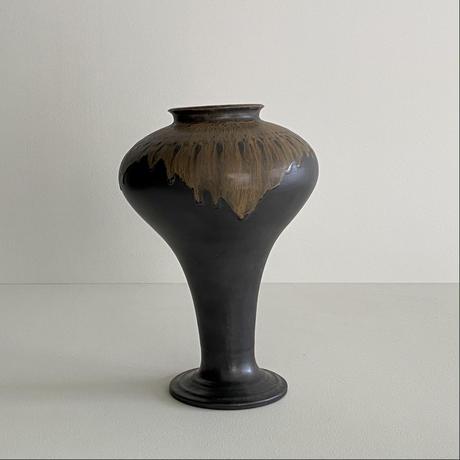 生形由香 黒釉花器B