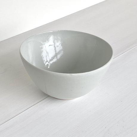安齋新厚子 白磁鉢中