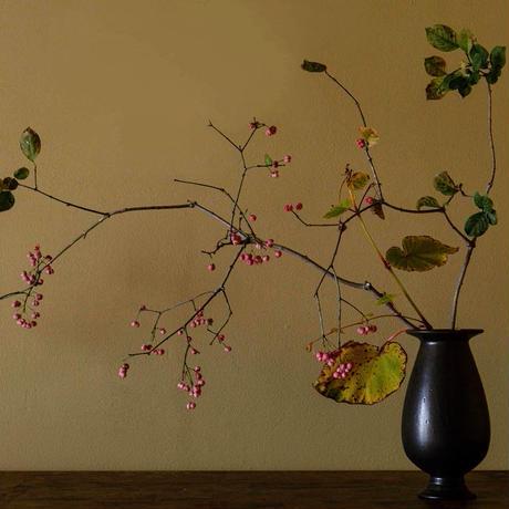 生形由香 黒釉花器