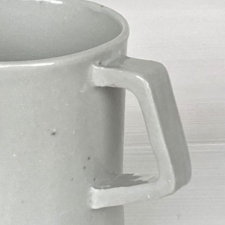 安齋新厚子 白磁マグカップ