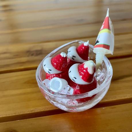 冷やし苺の練乳がけの3粒苺ぼうや|オブジェ