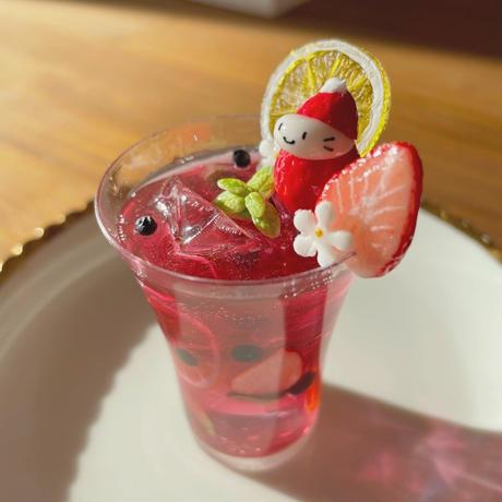 赤ワインサングリアの苺ぼうや ドリンクオブジェ