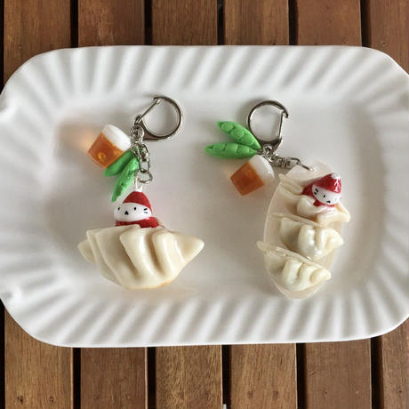 焼き餃子の苺ぼうやキーホルダー (2種類)