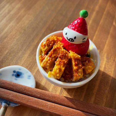 小さなカツ丼の苺ぼうや|オブジェ