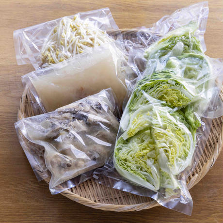 鶏とレタスの梅干しのアマビエ鍋(薬膳鍋)  2〜3人前