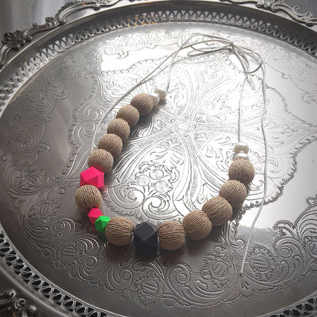 pono'i Raffia necklace