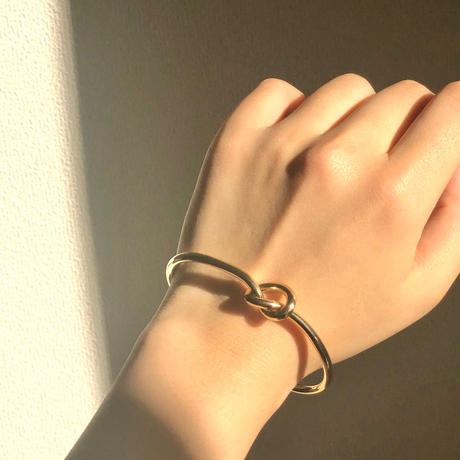 MUSUBU bracelet.