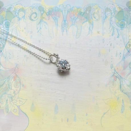 銀の滴ふるふるネックレス-光の滴-  /アクアマリン