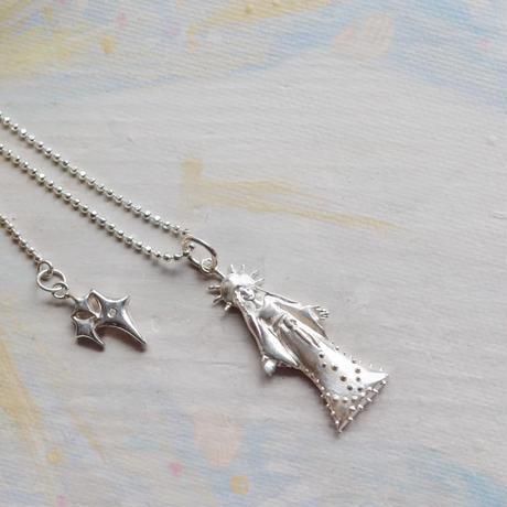 Virgin Mary Pendat Top- 両手を広げる聖母マリア-