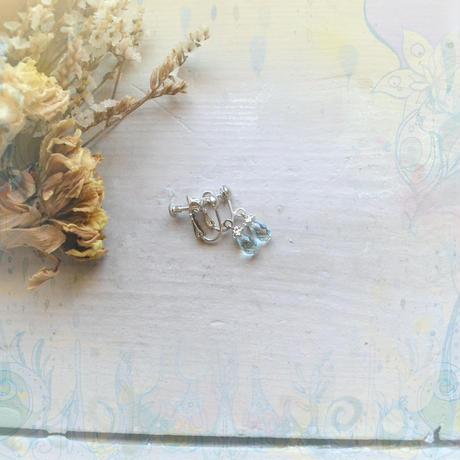 銀の滴ふるふるドロップヤリング/ブルートパーズ