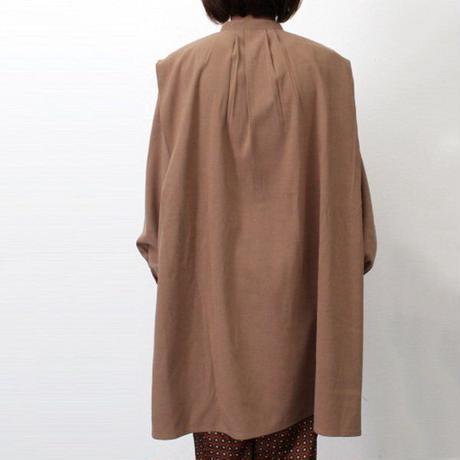 standcollar tuck blouse