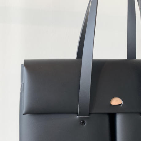 SEAMLESS DOCUMENT BAG / BLACK
