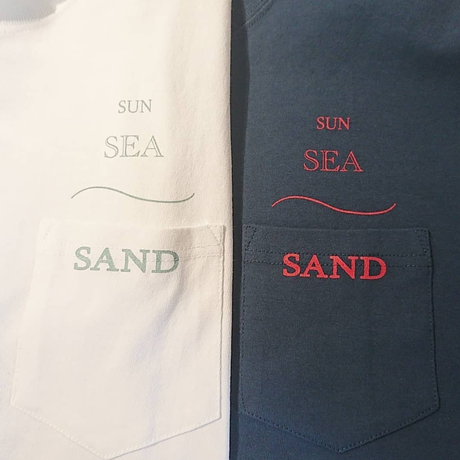 SHE LOVES SEA by with shore/beachy Tシャツ