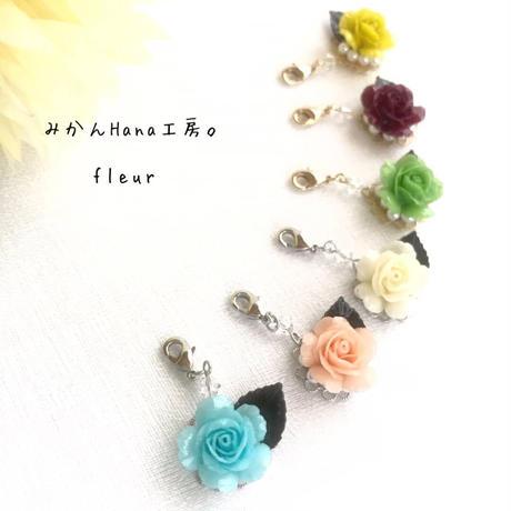 【fl 002】 一輪バラのシンプルマスクチャーム(フラージュ)