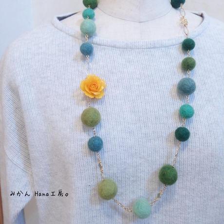 【mk202】羊毛フェルトネックレス[緑系]〈フラージュ〉