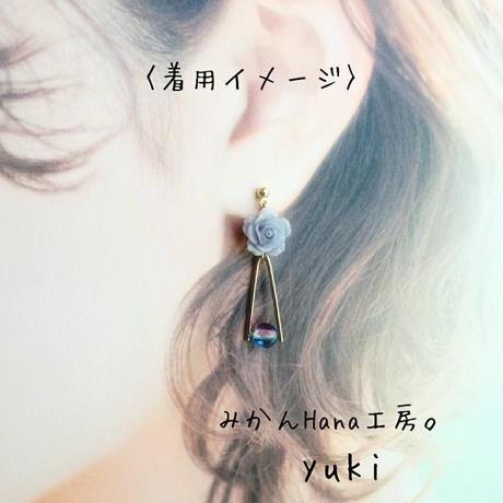 【yk102】小さなバラとチェコメロンのピアス [イヤリング変更可] (フラージュ)