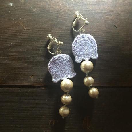 鈴蘭の刺繍イヤリング