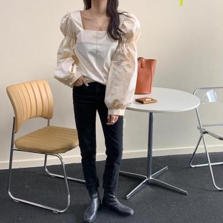 volume sleeve square blouse