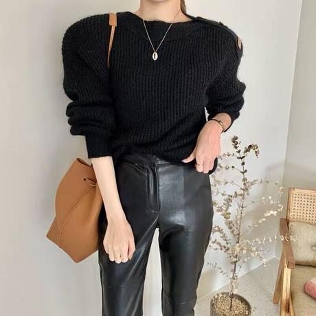 gold buttone neck knit