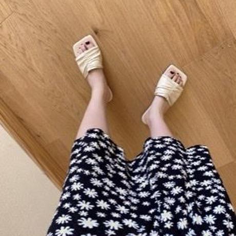 square wrinkle flat sandal