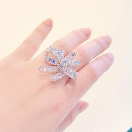 AAAcz Double Ribbon Ring