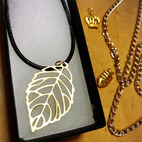 goldleaf necklace