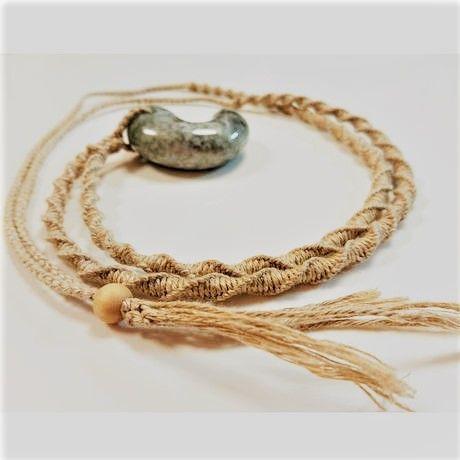 同じ麻紐で編んでもらうならとことん素材にこだわりたい…!こちらは麻紐編みアーティスト「望月真由美さん」による「精麻手紡ぎ麻紐編みversionペンダント」作成オプションサービスお申込み