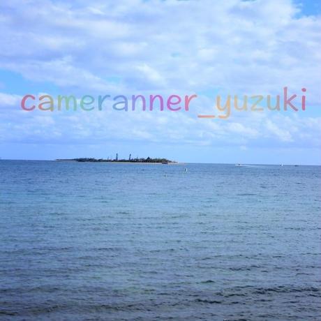 雲の合間の離島の写真