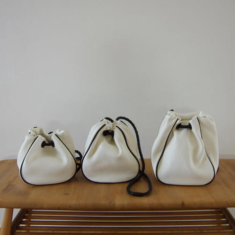 巾着バッグ(パイピング) -M・白×黒(DKT(P)-M)