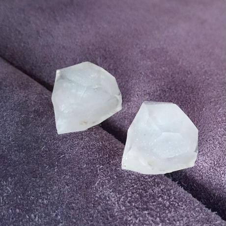 stone ピアス / 白(パール)