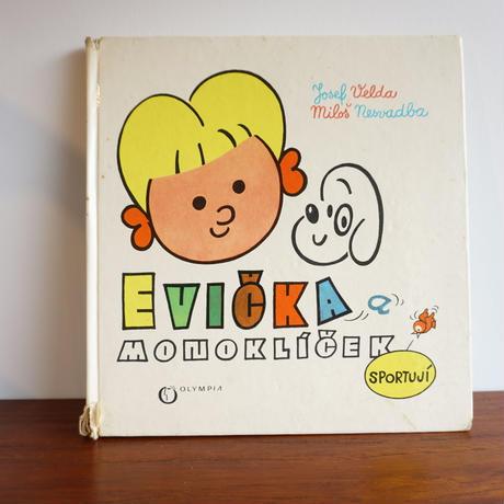 チェコ絵本 Evicka a monoklicek sportuji 1971年 book-002