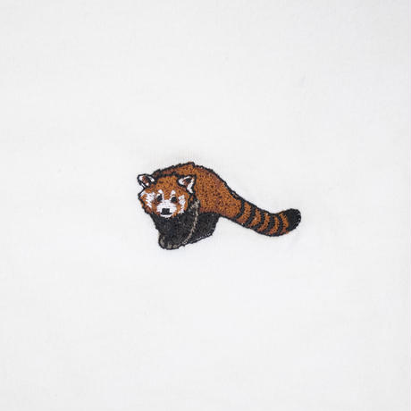 Endangered Red Panda  刺繍Tシャツ Nach