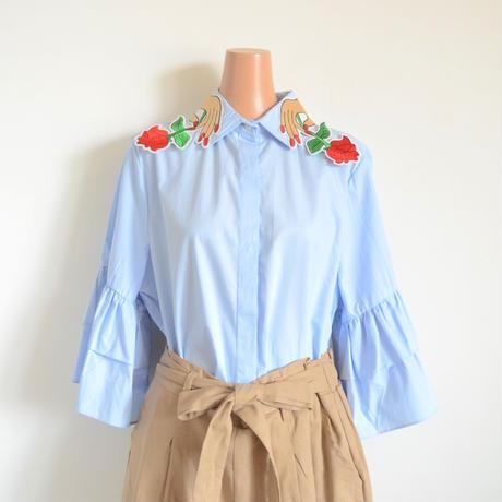バラ刺繍えりシャツ  ブルー CARE OF YOU