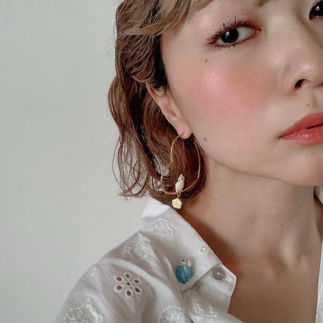 White Cockatoo & Flower Heart ピアス