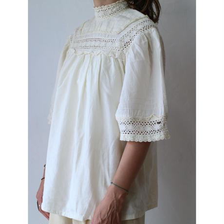 70's ClochetteLace blouse