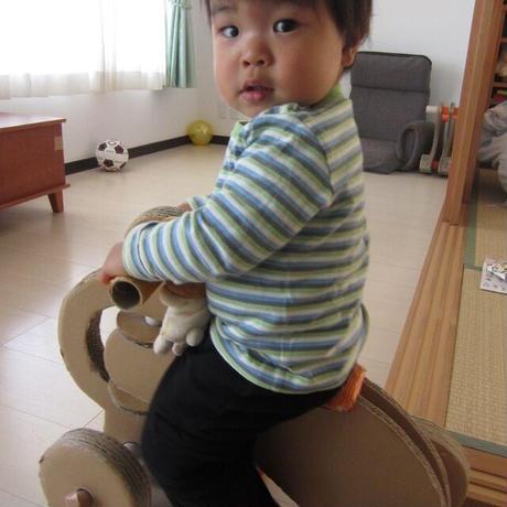 段ボール製【よんりんしゃ】元気な男の子(2歳以上)にぴったり!雨の日の退屈解消!室内用の常用バイク[ギフトに最適]