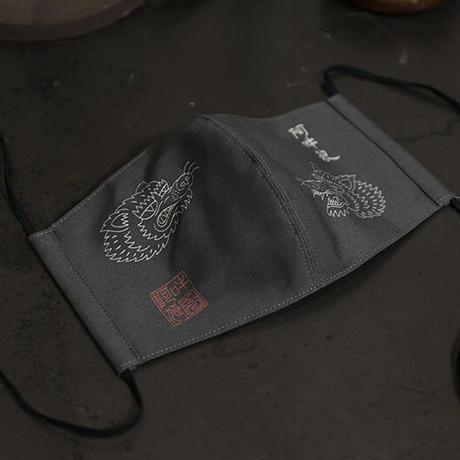 Split Fabric Mask  / 阿吽狼朱印 其二 Design ( 墨×象牙 )