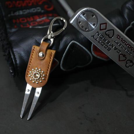 グリーンフォーク 2ピン タイプ / スワロフスキーサークル デザイン  ( キャメル )