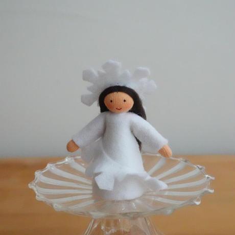 雪の結晶の妖精 ベージュ