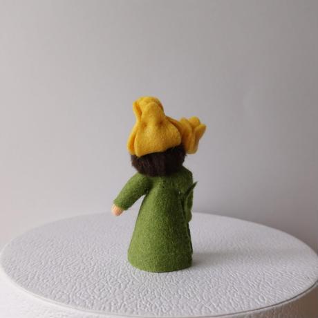 黄色いチューリップの妖精 ベージュ