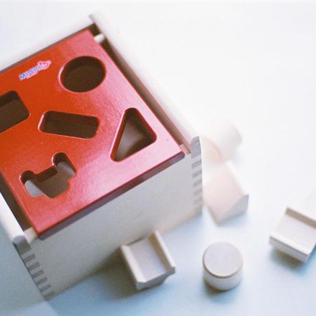 〈8ヶ月-〉【蓋を開ける遊び】〈1才-〉【型はめ遊び】【「形」の玩具】】Mポストボックス赤